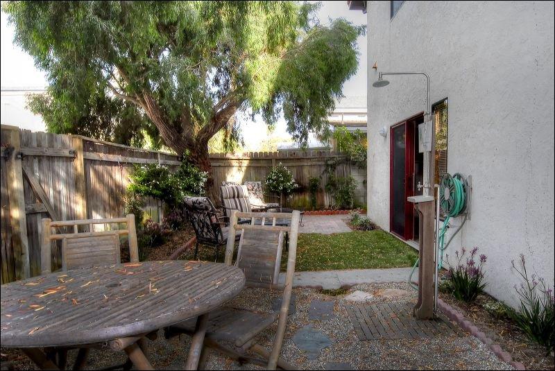 Chair,Furniture,Bench,Patio,Yard