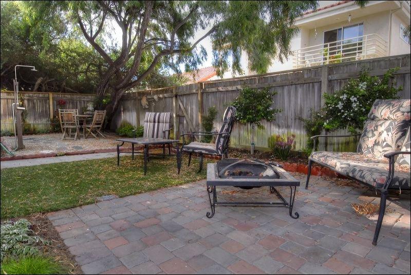 Bench,Yard,Patio,Cabin,Hut