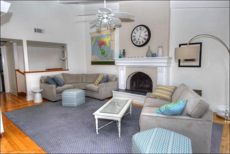 Couch,Furniture,Door,Sliding Door,Table