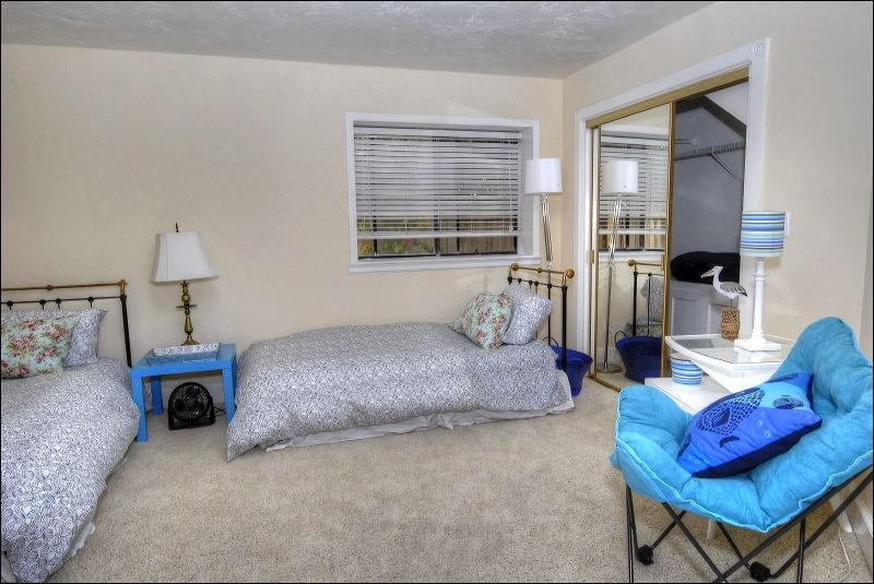 Couch,Furniture,Curtain,Window,Window Shade