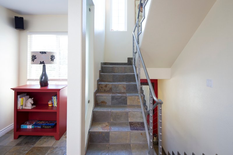 Bookcase,Furniture,Shelf,Banister,Handrail