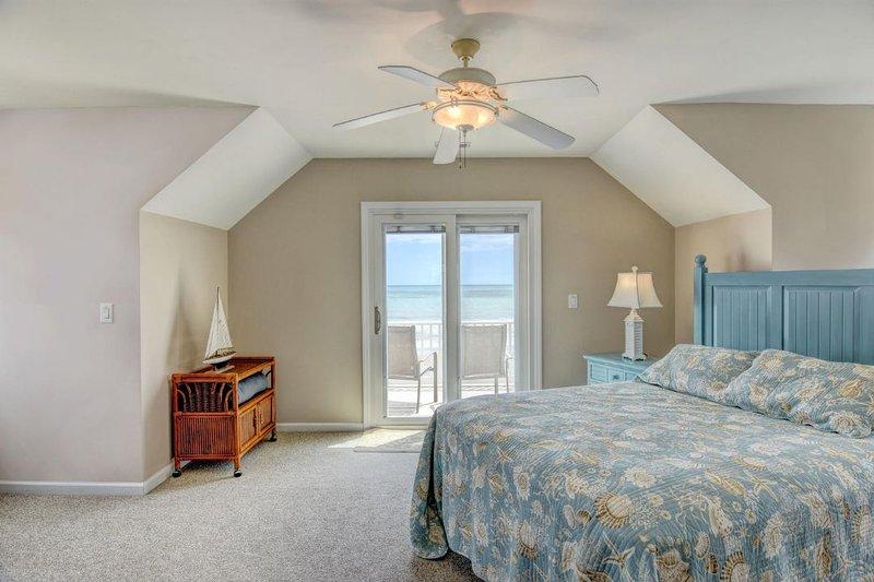 Queen Bedroom Top Floor