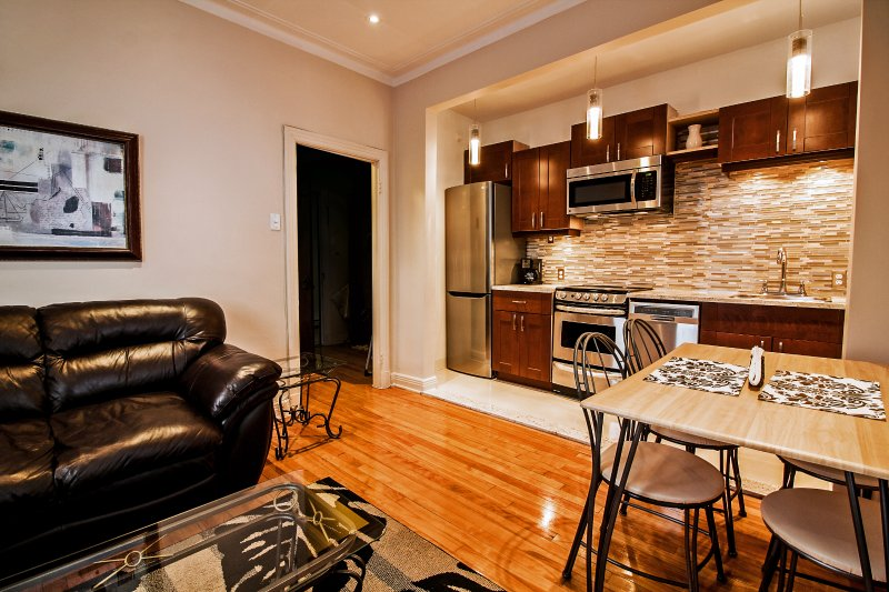 Montreal Waterfront Fully Furnished Suite*West End close to Airport*WiFI*Satellite TV