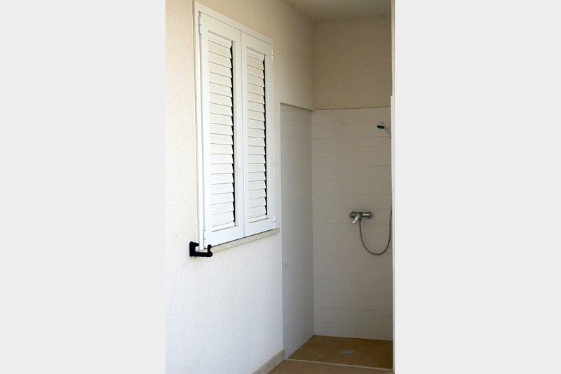 Catarella dusch efter bad lägenhet med varmt vatten