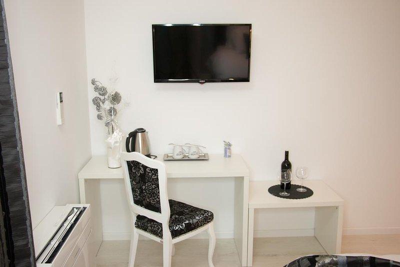 Villa Downtown Mostar Black Apartment, alquiler vacacional en Mostar