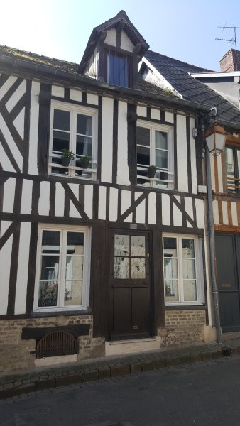 Front of the house, 25 rue des capuccins