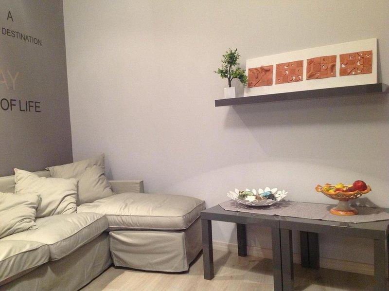 Grande Appartamento in Centro Storico con 3 Camere da Letto e 3 Bagni, holiday rental in San Nicola