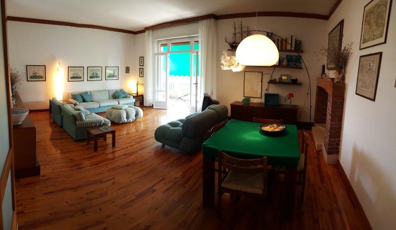 Living-comedor en el primer piso