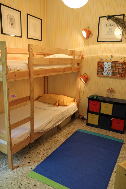 habitación con literas en el primer piso