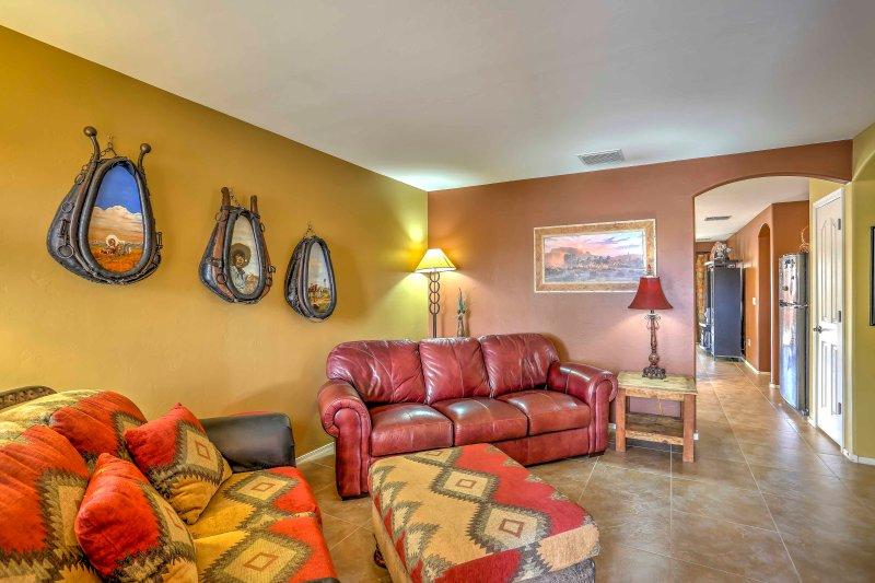 Tucson House with Patio & Grill ~ 6 Mi to Trails!, location de vacances à Vail