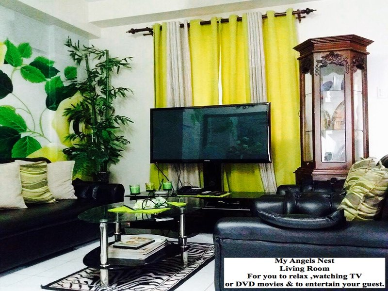 The Living room comes with Wifi ,cabled TV , DVD player ,landline telephone.