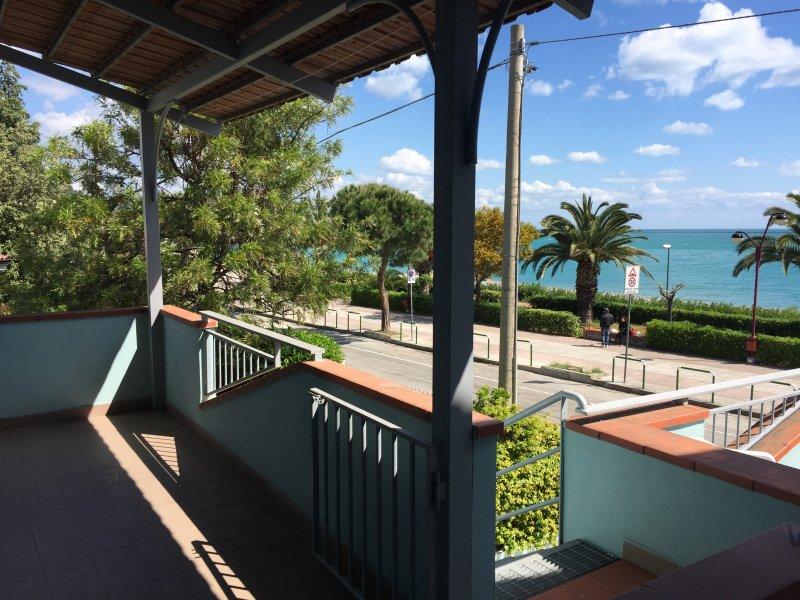Alto Jonio Cosentino,Appartamenti a 30 m dal Mare (C), location de vacances à Noepoli