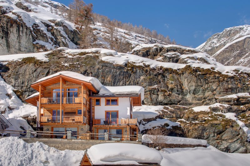 A luxurious freestanding three storey independent chalet with 4 double bedrooms, sauna, fireplace.