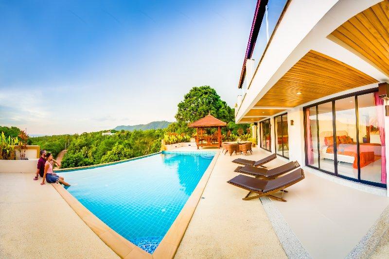 Luxury Villa! Huge Pool with sea view 4BR: Mountain House, Long Beach, Ferienwohnung in Ko Lanta
