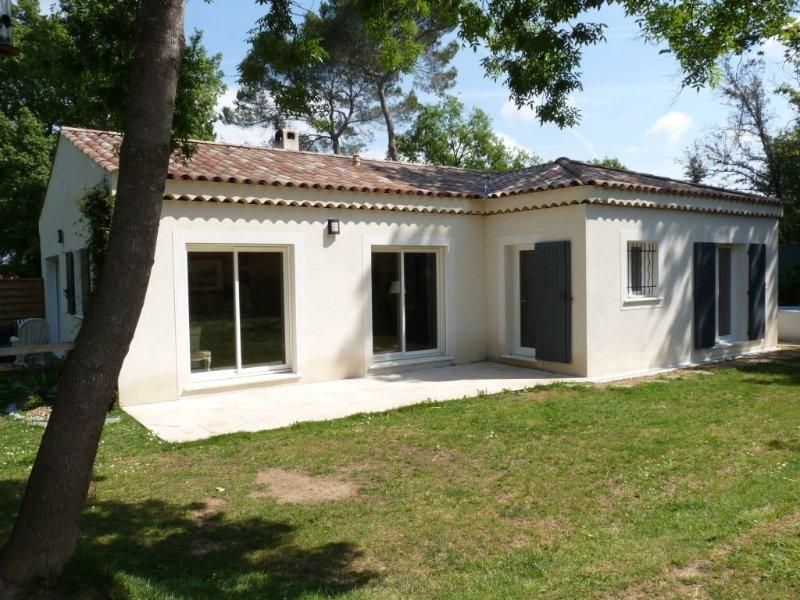Charmante villa de plain pied à Valbonne village, holiday rental in Valbonne