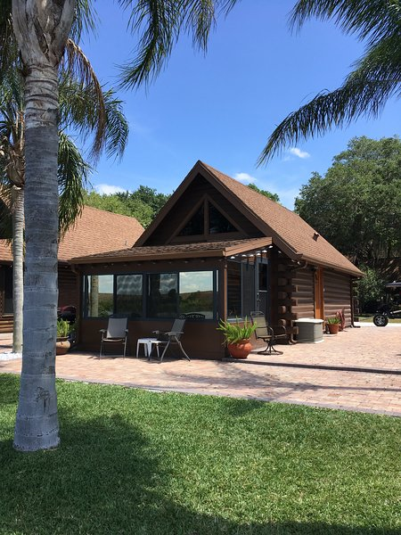 Cabin on the water, holiday rental in Okeechobee