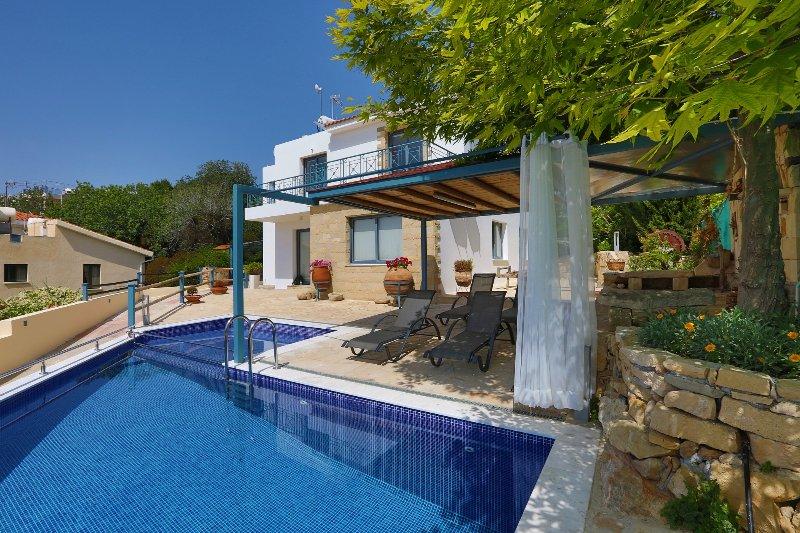 Infinite Blu Private Luxury Villa, holiday rental in Kissonerga