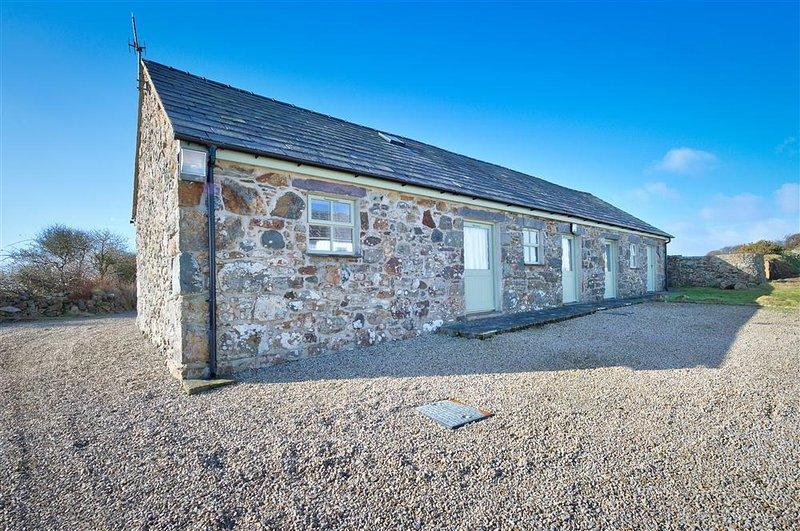 Crowrach Uchaf Barn (CUBARN), location de vacances à Cilan Uchaf