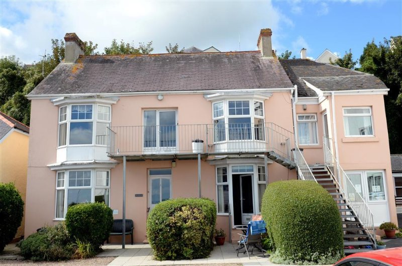 Lovely ground floor apartment, right on the beach with sea views and parking