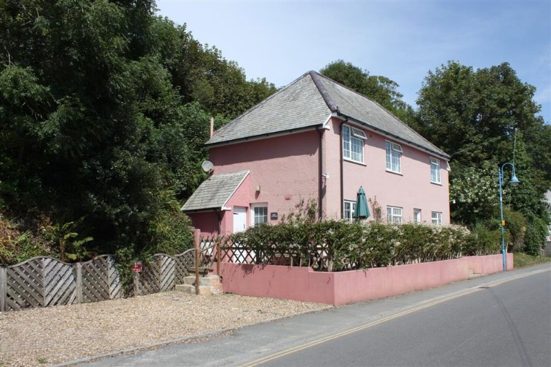 This super detached cottage is in an ideal position on The Strand, with parking.