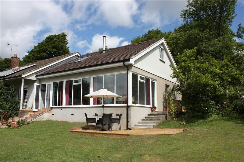 Sunny holiday cottage with lovely views and less than a mile to Saundersfoot beaches