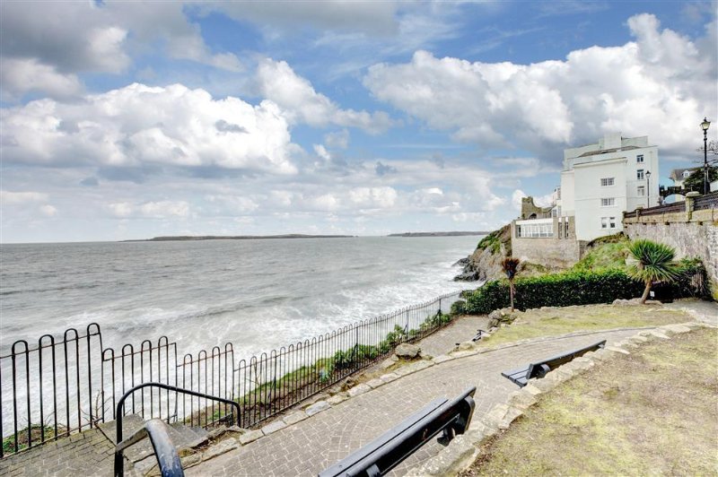 Lovely apartment opposite the South beach in Tenby ideal location.