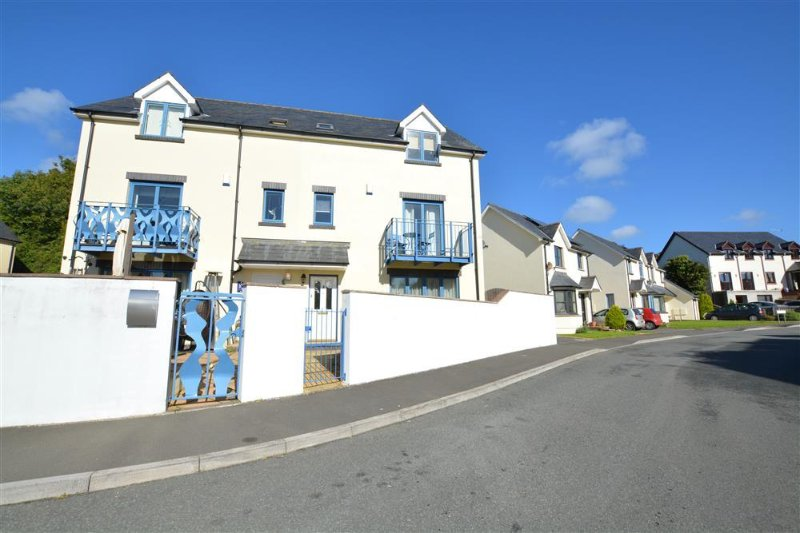 Delightful house in the heart of Pembroke with views of the castle