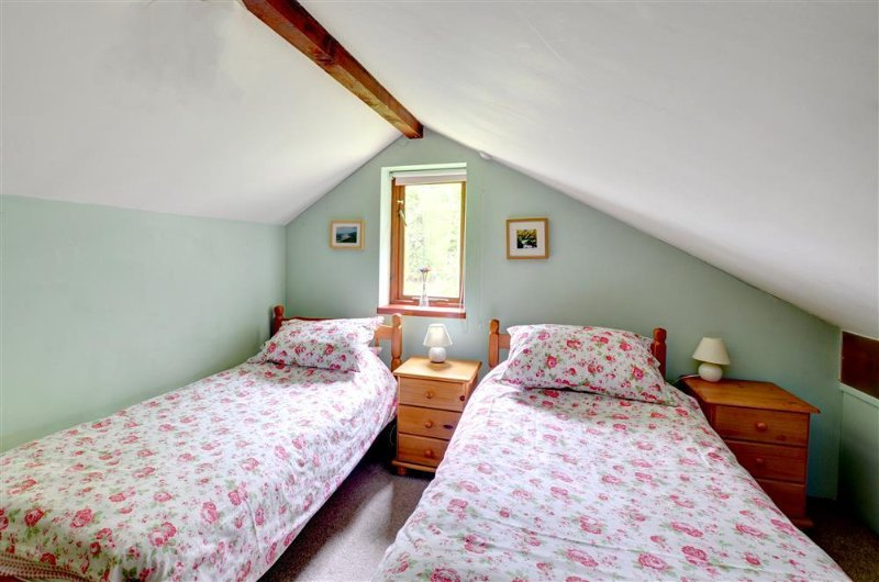 The two twin bedrooms are decorated in muted tones and have co-ordinated bed linen
