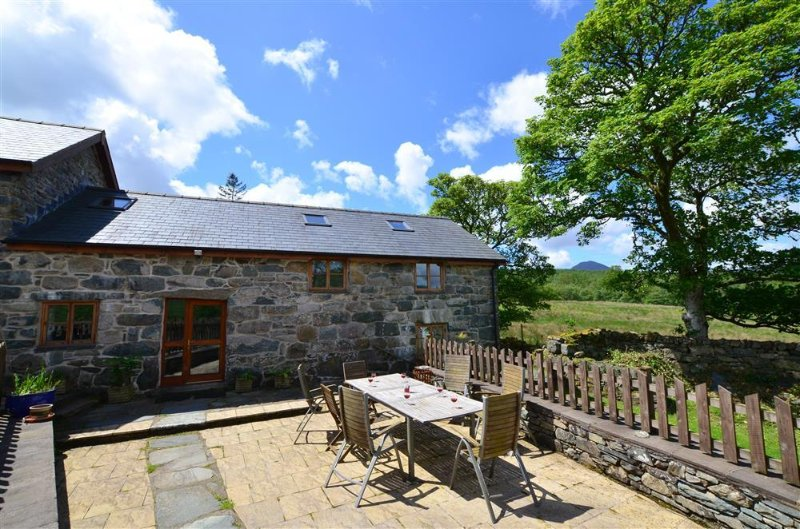 Maesgwm Barn (WAH568), vacation rental in Ganllwyd
