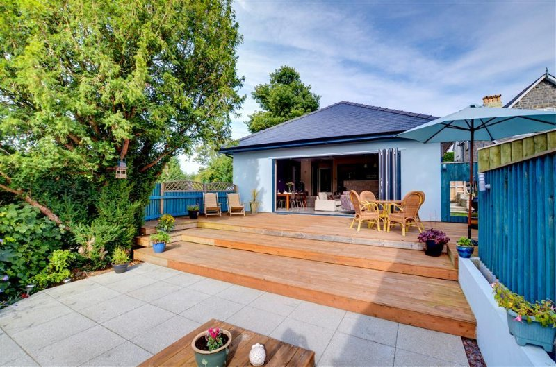 This detached property on the outskirts of Newbridge on Wye has an amazing decking and patio area to the rear