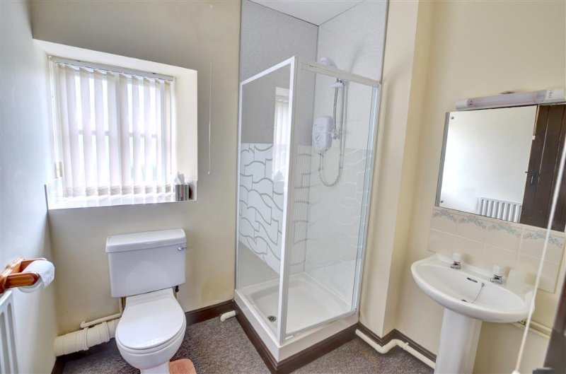 Well-maintained shower room