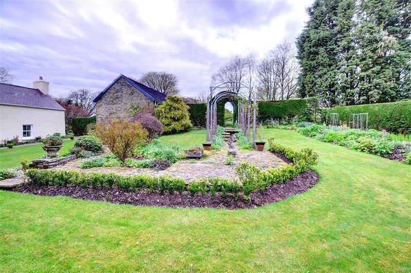 Old Vicarage Cottage (WAT303) – semesterbostad i Llandysul