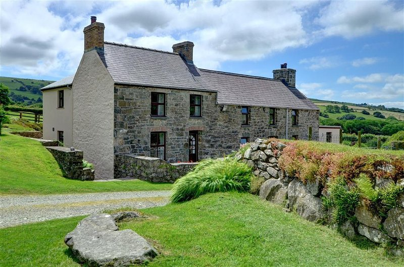 Cilgwyn Cottage is a lovely stone cottage adjacent to the owners' farmhouse