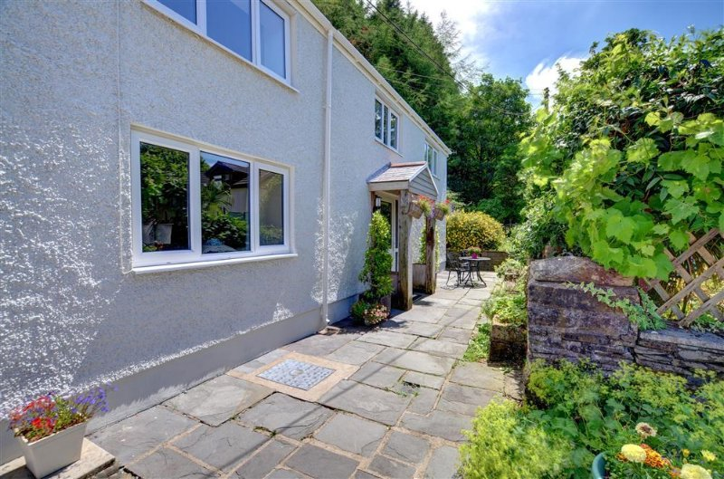 1 Tan-yr-Eglwys is a spacious semi-detached cottage near Swansea and the Brecon Beacons National Park