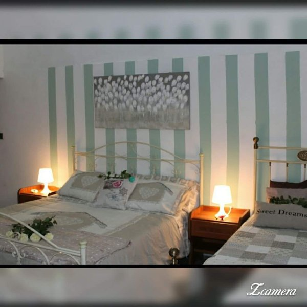 SYRACUSE, THE CAPITAL OF SICILY IS A SWEET LITTLE HOUSE LOCATED RIGHT IN THE OLD TOWN