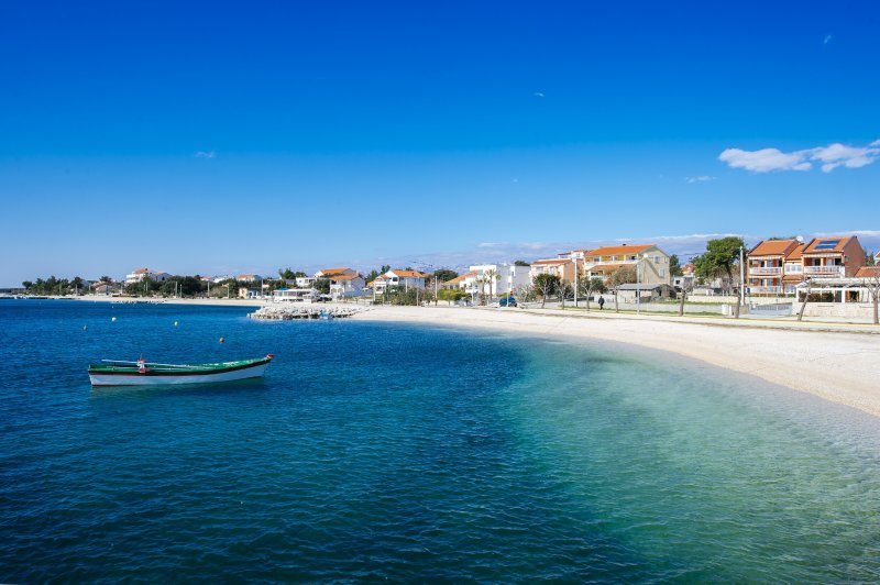 ZUKVE, MODERN AP 4+2, BEACH 500m (A3), location de vacances à Vrsi