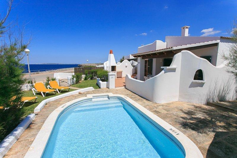 Privater Pool mit Terrasse und Garten