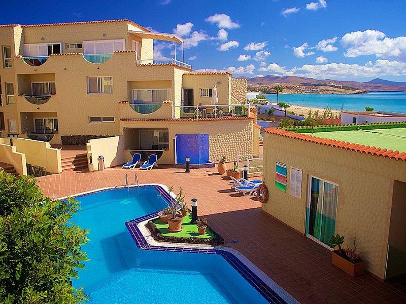 Ferienwohnung Atlantico nur 30 Meter vom Strand entfernt, mit Pool und Meerblick, holiday rental in Costa Calma