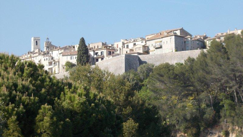Le village médiéval de Saint-Paul de Vence vu de La Bergerie