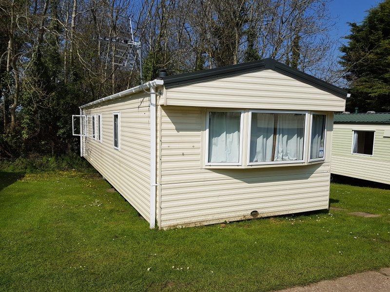 Excellent Bronze 8 sleep Caravan is located at Lower Hyde Park, Shanklin, location de vacances à Apse Heath