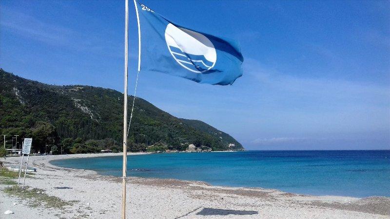 bandeira azul de Agios Ioannis praia para águas claras