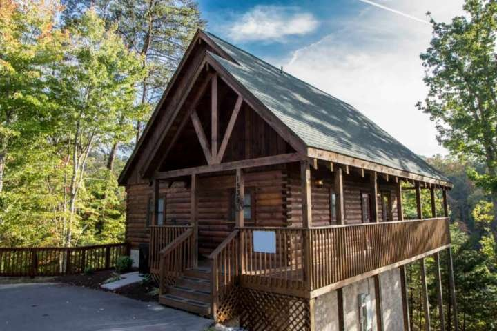 Welcome to Kick Back Shack, your perfect Smoky Mountain getaway!