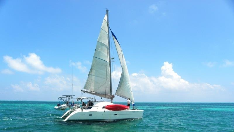 Sailing Nomad in paradise!