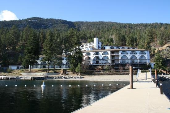 Water front end unit, top level one bedroom with spectacular view of Lake Okanagan!