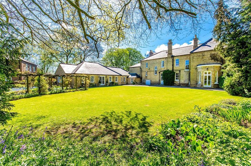 Northolme Hall - Large Country Mansion with Indoor Pool, holiday rental in Freiston