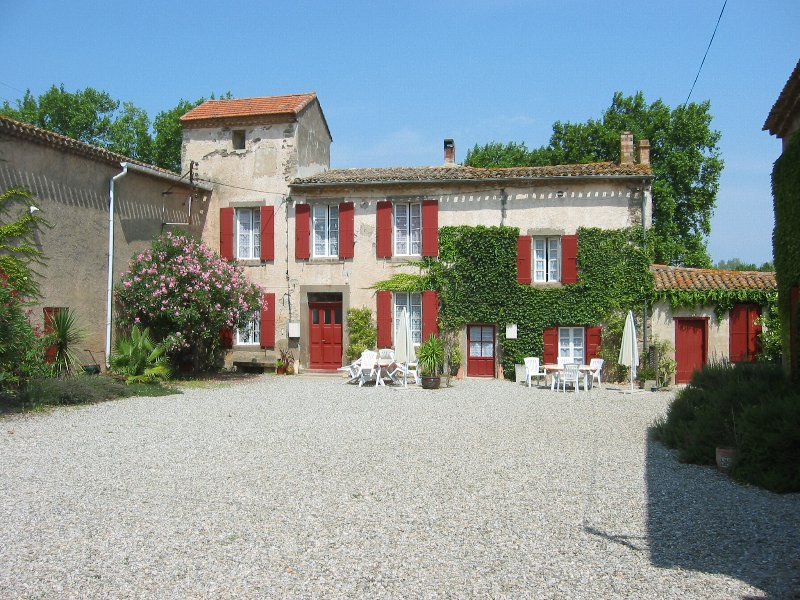 Beautiful cottage with pool in ancient wine domaine, vacation rental in Puicheric