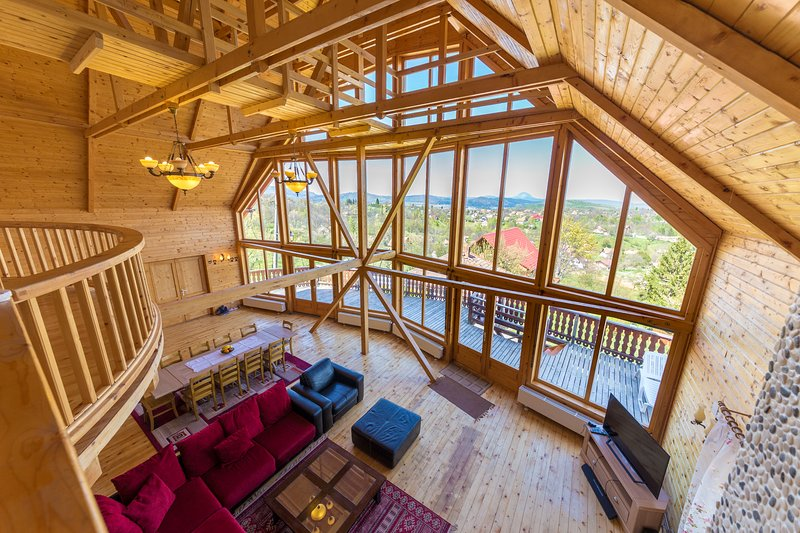Carpathian Log Home 2, holiday rental in Moieciu de Jos