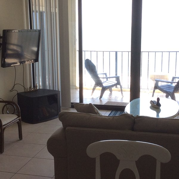 Oceanfront Vacation Condos: Charming Oceanfront Vacation Condo With A