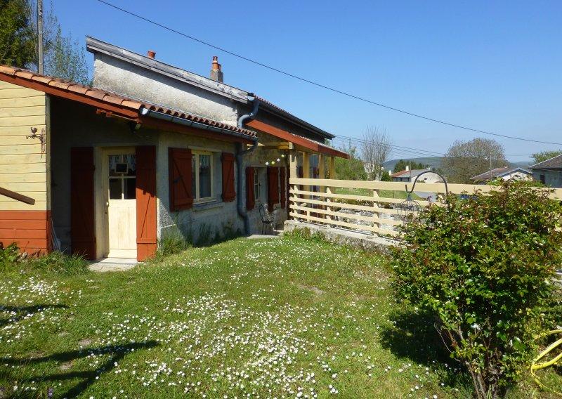 Maison de tante Hélène à la campagne, holiday rental in Nouart
