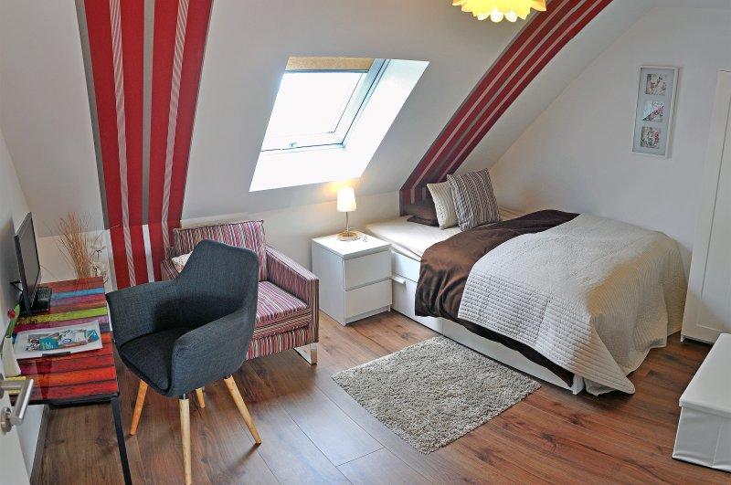 Francoforte B & B - camera singola - vista dal letto (1.40m), comodino, sedia, sedia